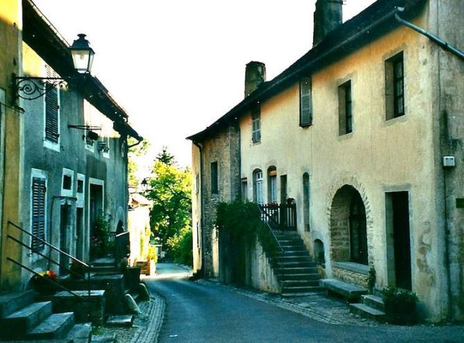 Château-Chalon, rue de l'église